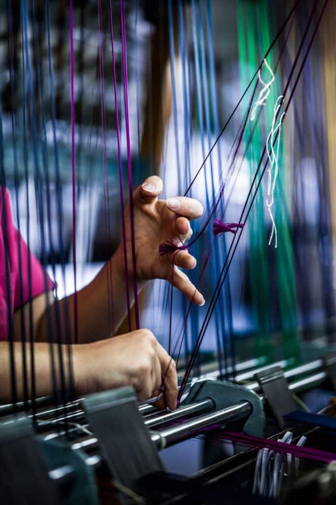tudor_fabric_straps_tying_the_threads_02