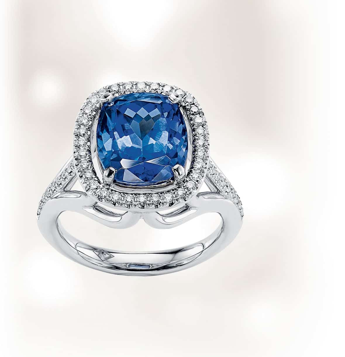 Lionel-Meylan-Creations-Bague-Tanzanite-110934-Lionel-Meylan-Vevey-highlight