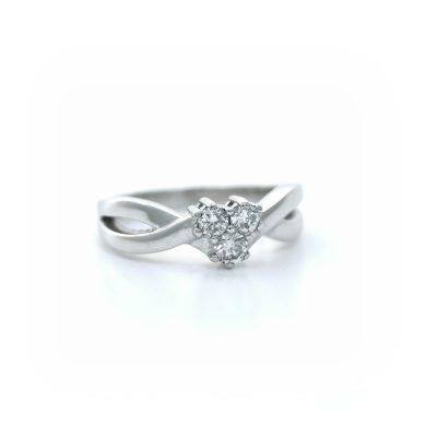 Bague-en-or-blanc-750-avec-3-diamants-R-02739-Lionel-Meylan-Vevey