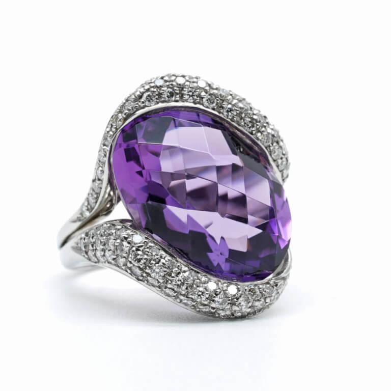 Bague-or-blanc-diamants-amethyste-occasion-Lionel-Meylan-horlogerie-joaillerie-vevey