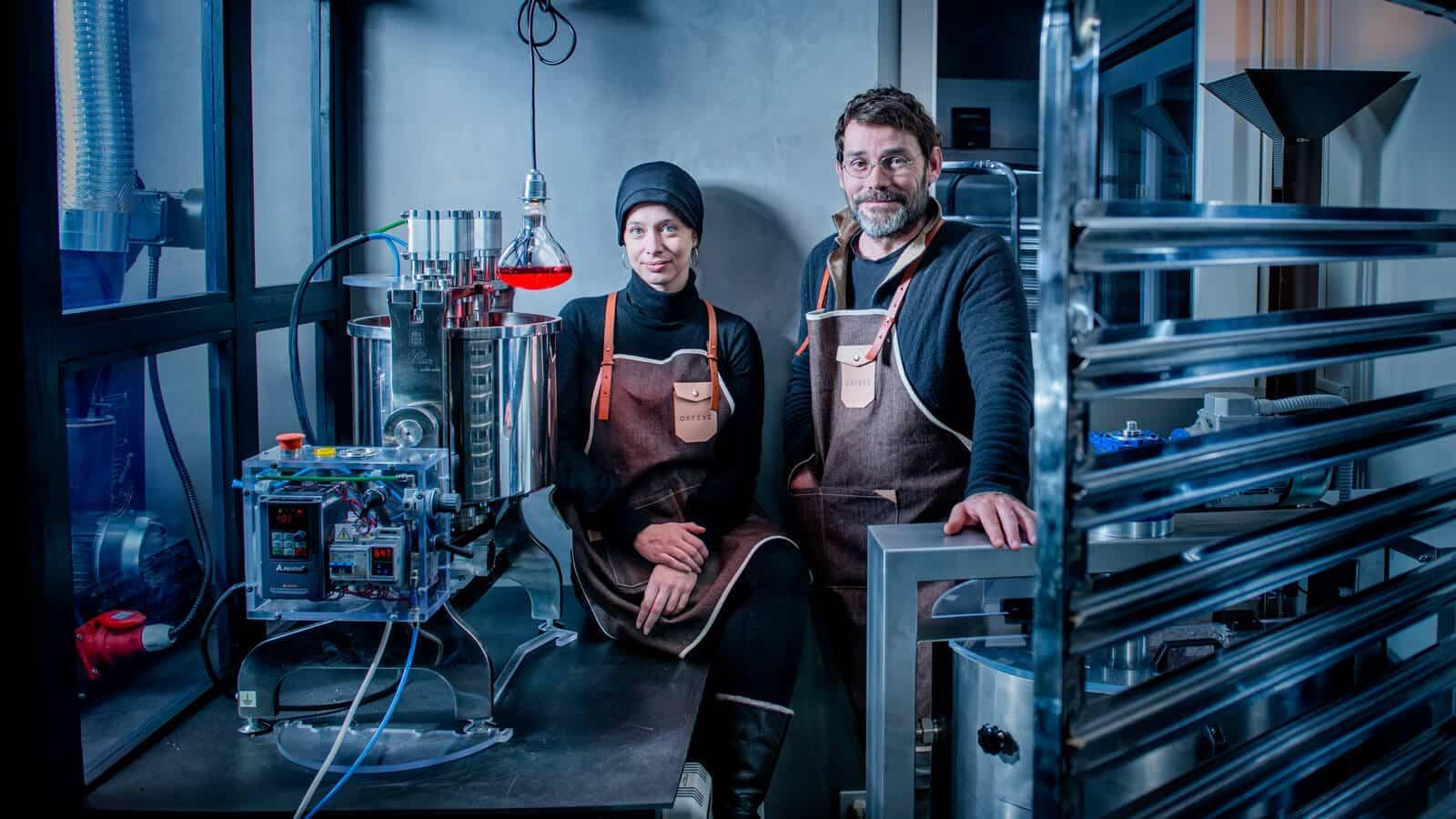 Caroline-Buechler-Francois-Xavier-Mousin-Orfeve-Manufacture-Suisse-de-Cacao-et-Chocolat-Bean-to-Bar-credit-David-Wagnieres_Lionel-Meylan-Horlogerie-Joaillerie-Vevey